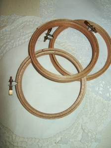 Wooden-Embroidery-Hoops